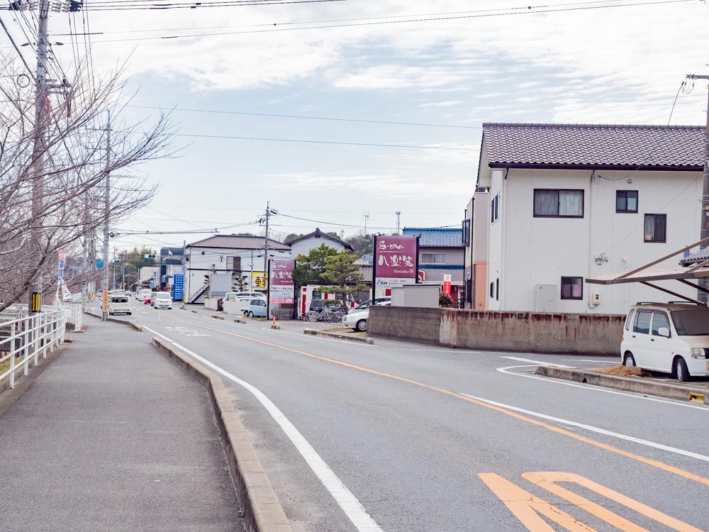 八楽笑への行き方:県道47号線 北側(国道2号線側)から南へ