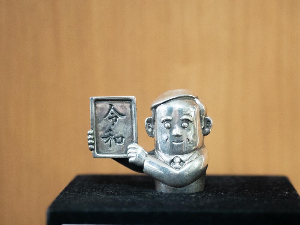 シルバークラフト・マル:菅義偉指人形