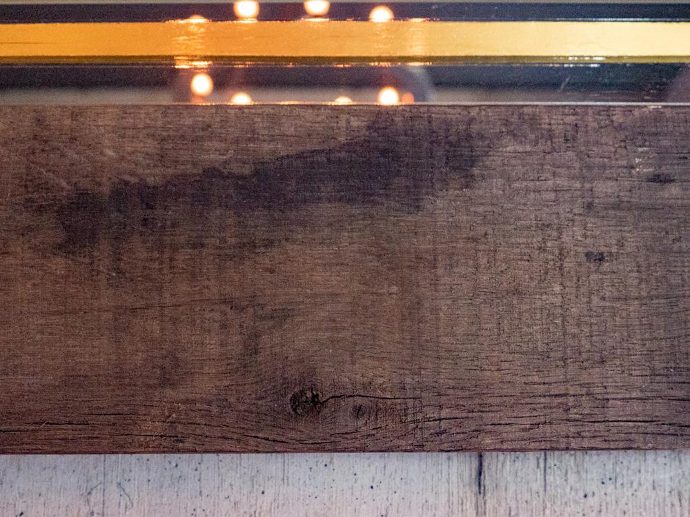 アンカーバー:ミラー看板の縁