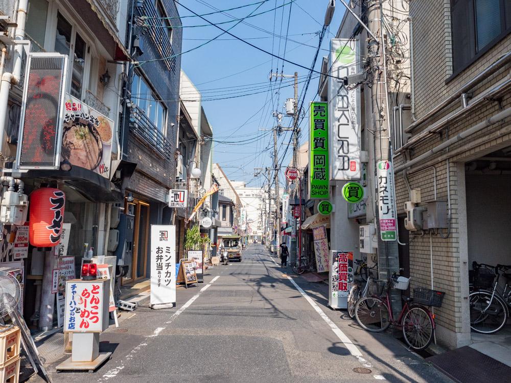 旧水曜カレーへの行き方:伏見町 駅前交番から東に延びる筋