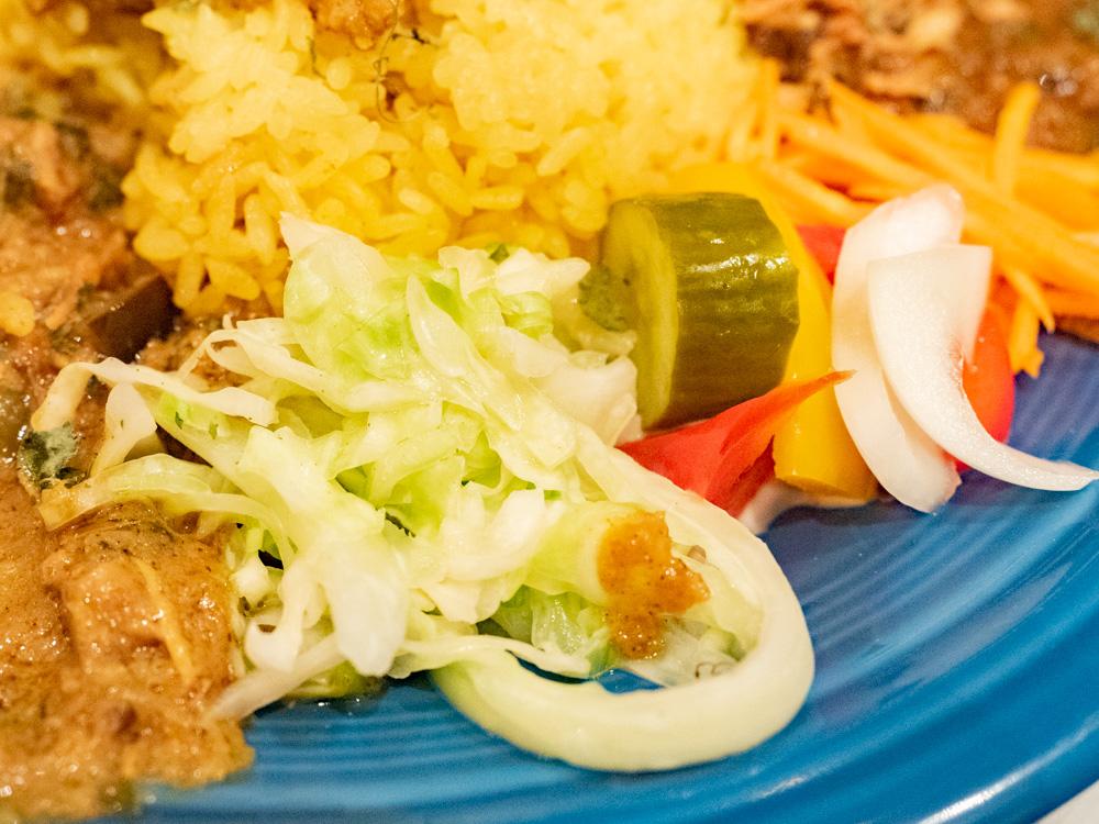旧水曜カレー:カレーの付け合わせの野菜