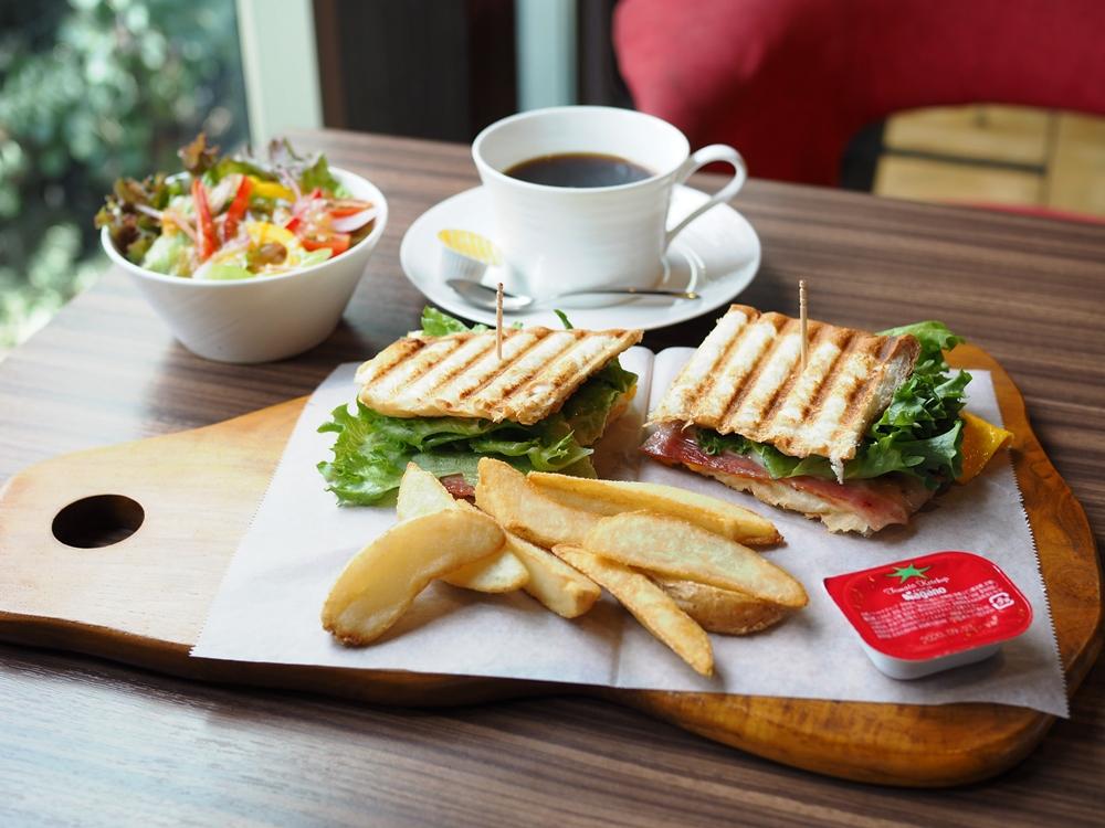 K.D.Cafe ~ スタイリッシュな大人のくつろぎカフェ。モーニングからスイーツまで、多彩なメニューも魅力的