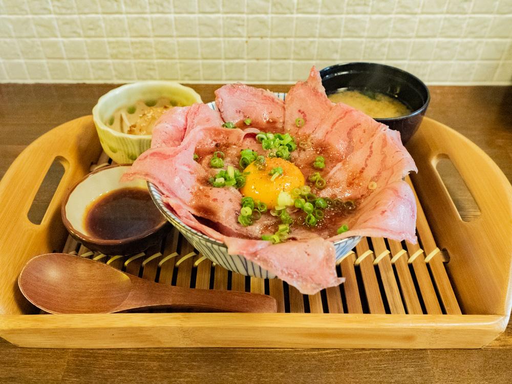 ひろや:ローストビーフ丼