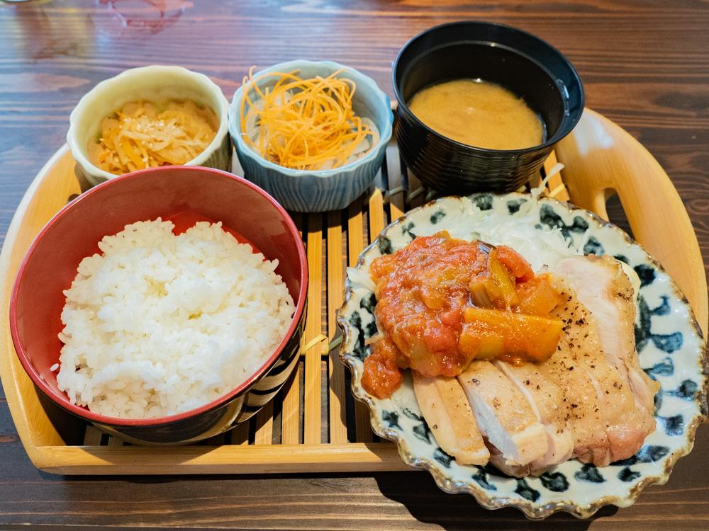 ひろや:日替わり定食(チキンステーキ)