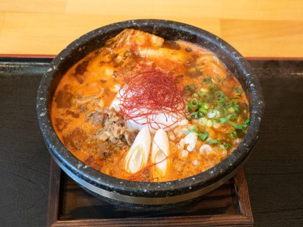 石鍋うどん専門店 ぶに家 盛たに 〜 ここでしか味わえない石鍋うどん「ぶに」を備後名物に。一度食べたらやみつき!たぎるスープはインパクト大