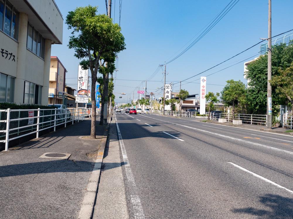 盛たに:店頭の道路