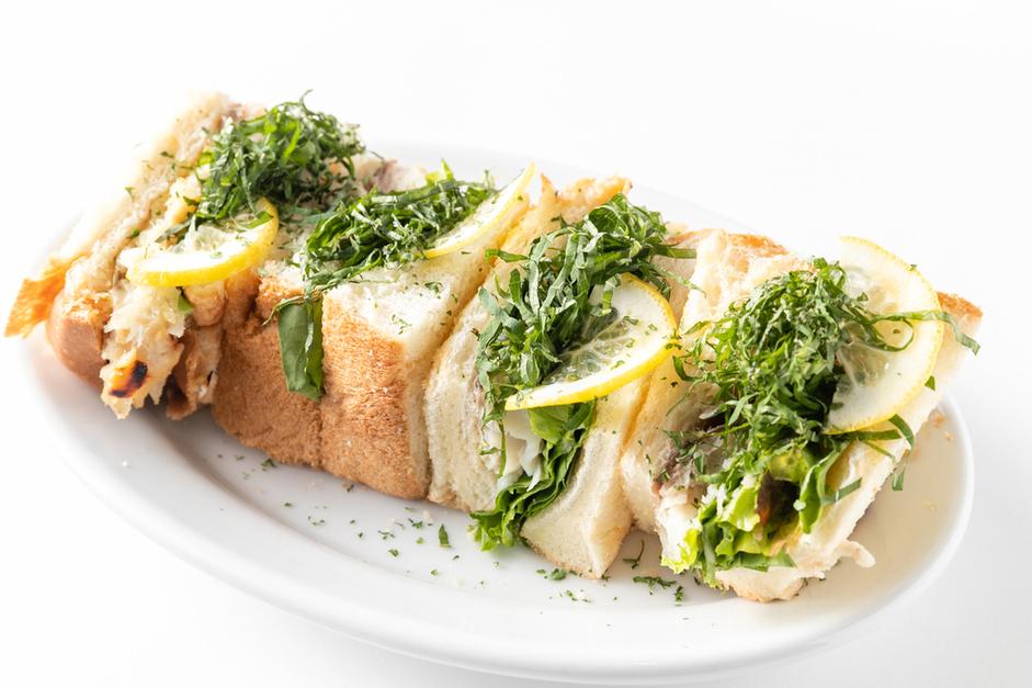 a cafe:瀬戸内鯛の味噌漬けと大葉のサンドウィッチ