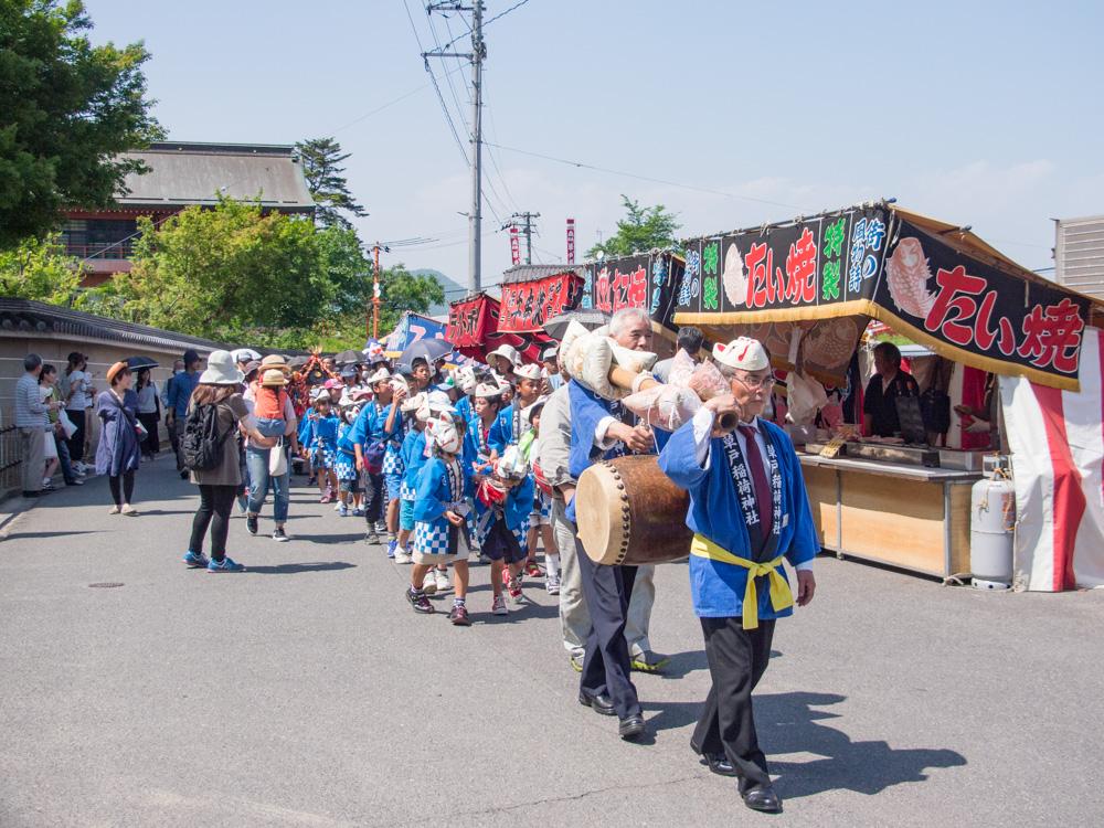 草戸稲荷神社:卯之大祭 コンコン行列のようす