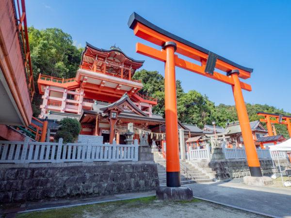 草戸稲荷神社 〜 福山市街を一望できる壮観な巨大本殿。「大大吉」のあるおみくじも