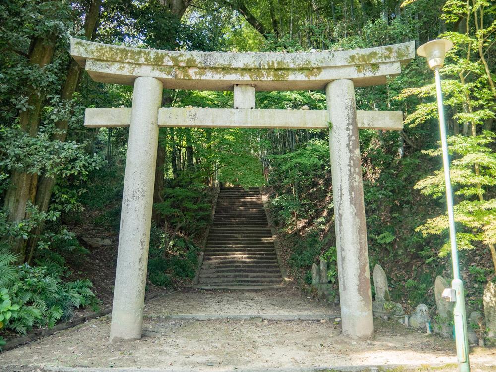 明王院:愛宕神社 参道口 鳥居