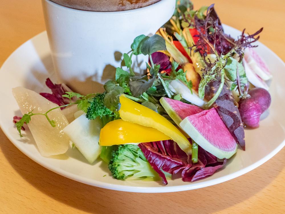 ルオント:福山農家さんと自社栽培野菜のバーニャカウダ