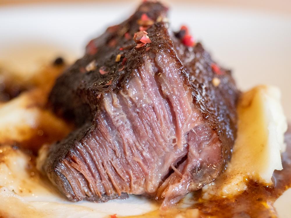ルオント:和牛ホホ肉のペポーゾ