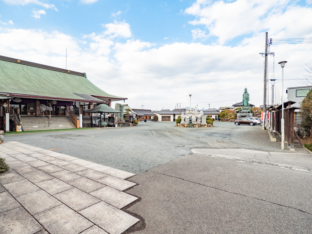 オミラボ:駐車場