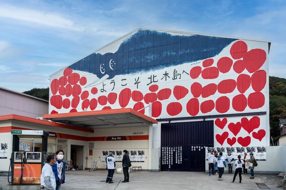 北木島 MAYA MAXXさんの壁画