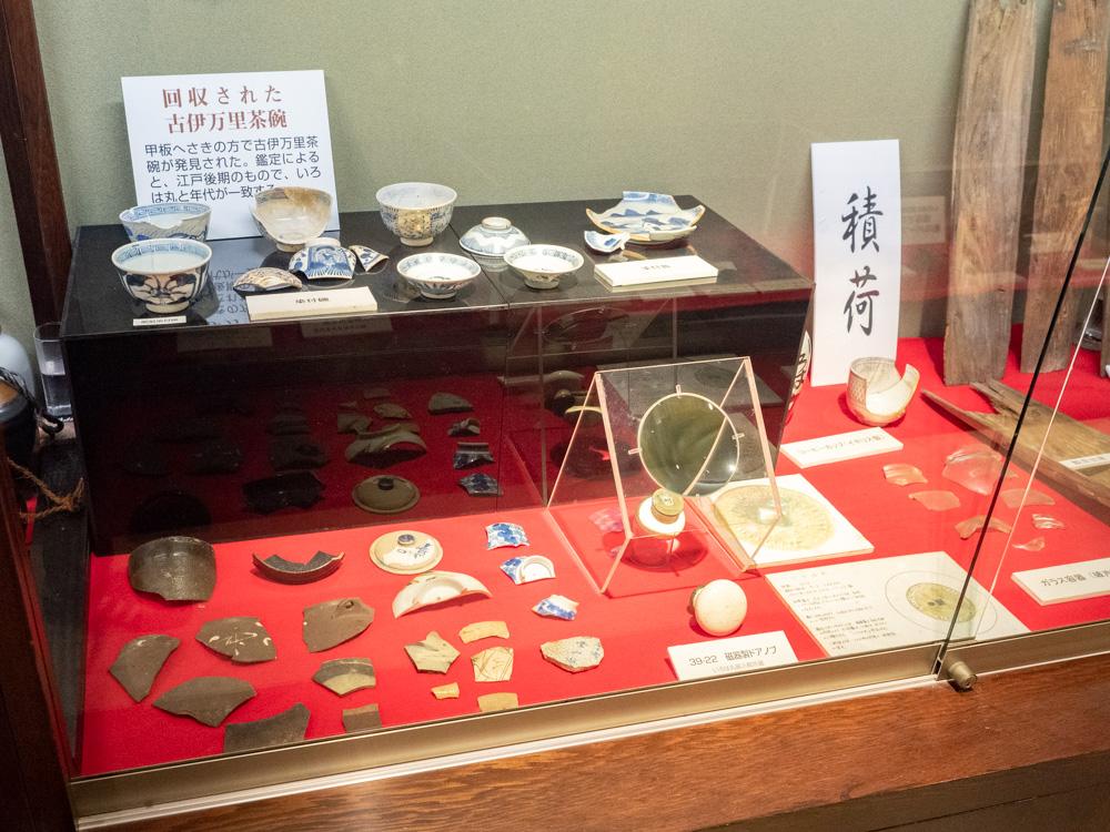 いろは丸展示館:遺物 積荷 茶碗など