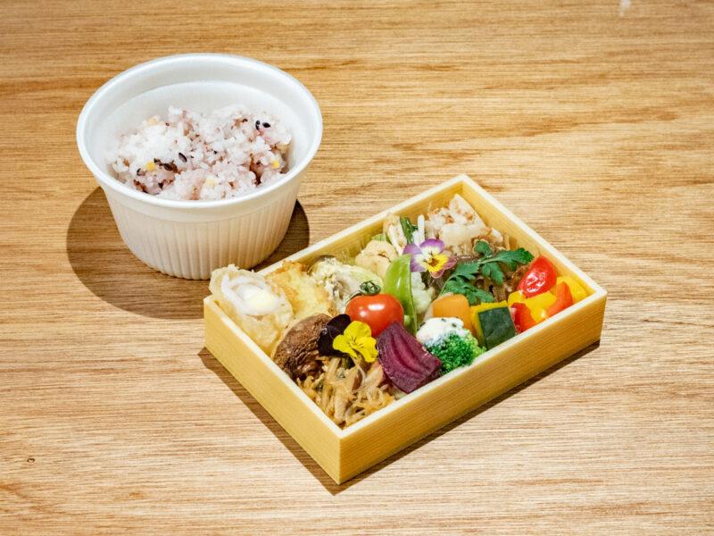 かみてつ青果店:野菜弁当と雑穀米