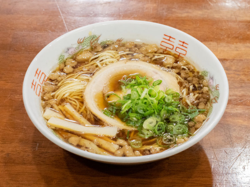 尾道ラーメン たに 〜 尾道駅の隣にある尾道ラーメン専門店。熱々のストレートスープがこだわり