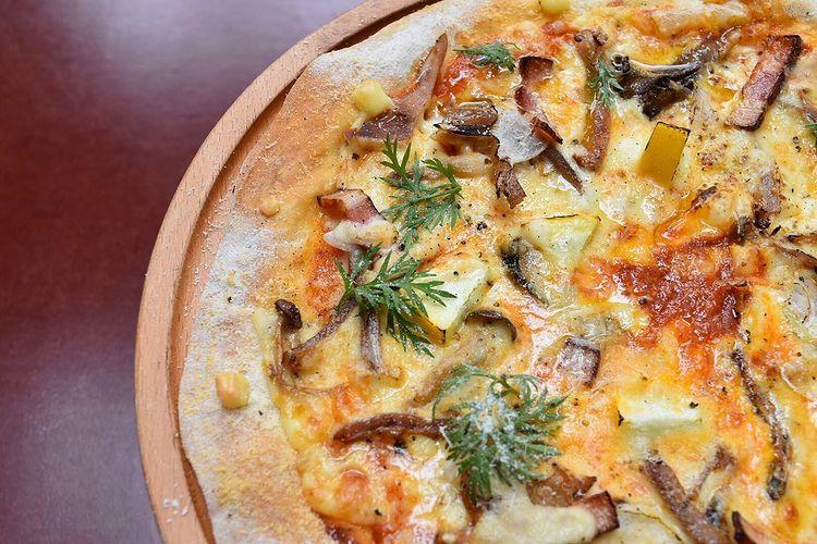 Aij-to(アジト):真鱈の胃袋燻製のせピッツァ