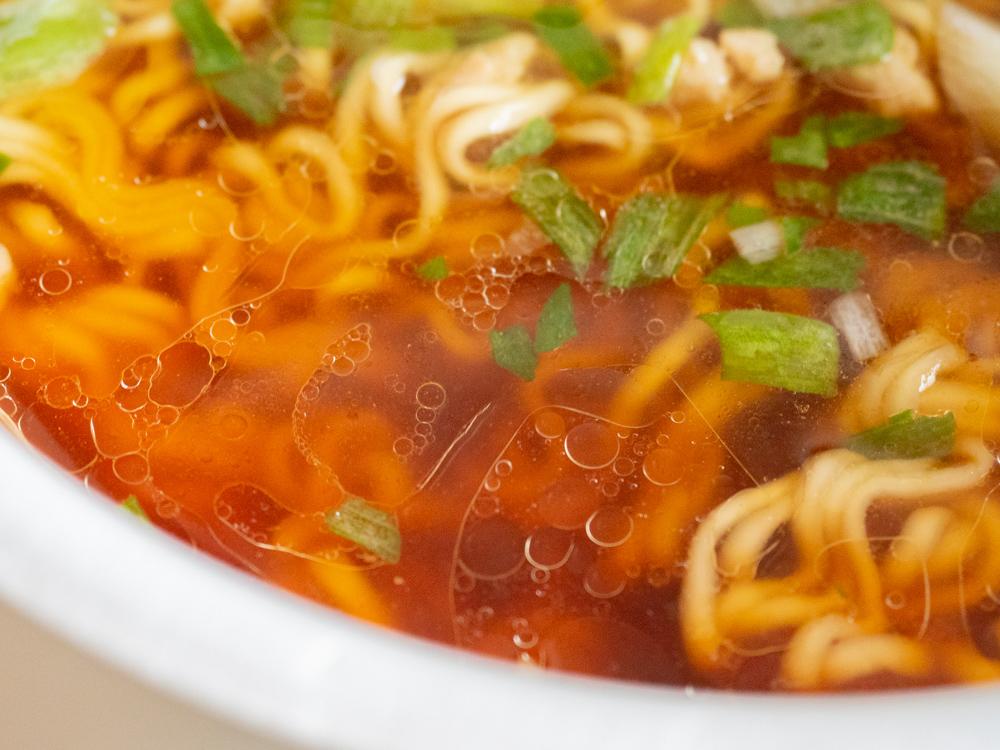 カップ笠岡ラーメン:スープ